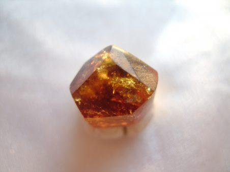 камень турмалин тсилаизит